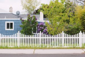 reasons your home could use a vinyl fence
